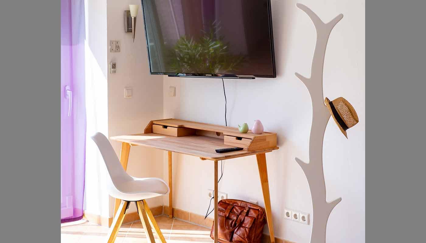 Apartment Hegau Bodensee Schreibtisch