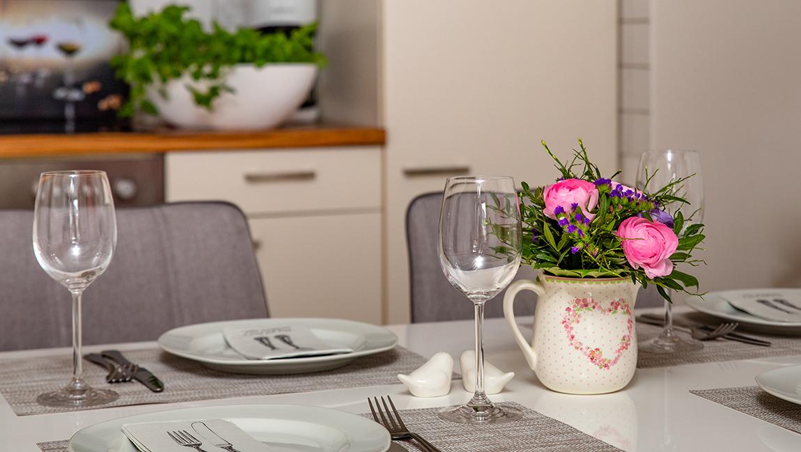 Apartment Singen A12 Gedeckter Tisch