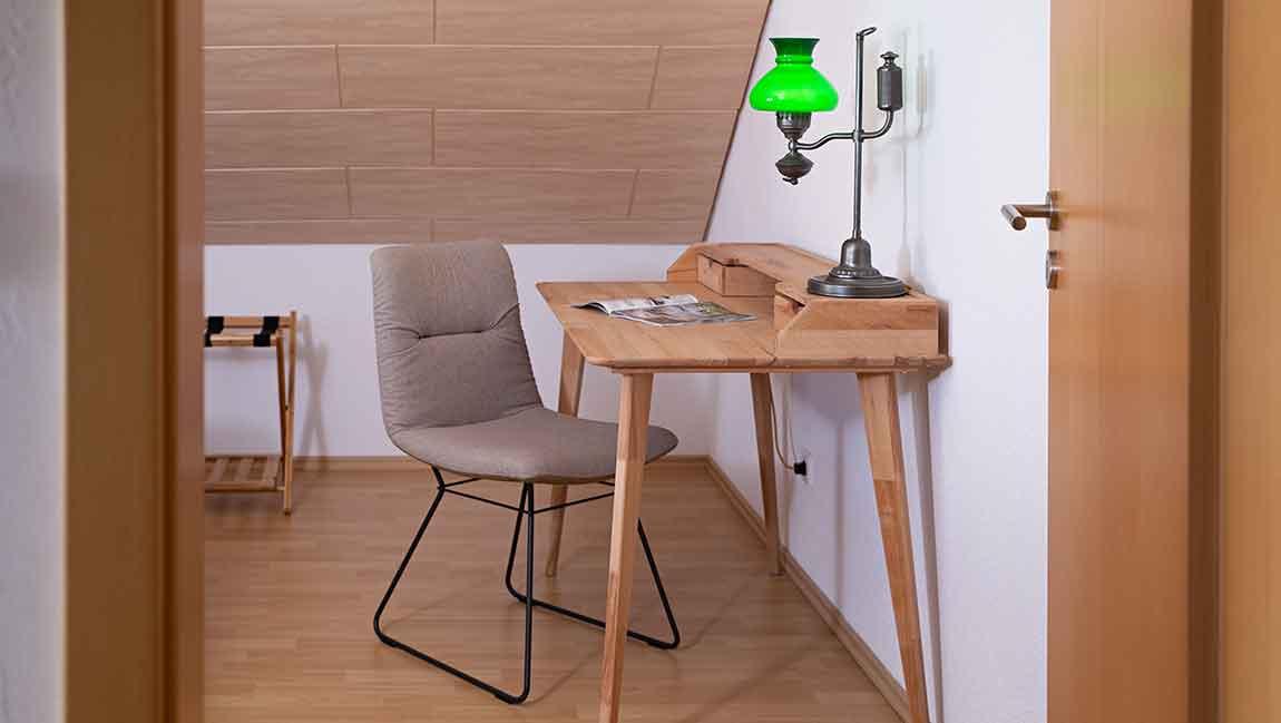 Apartment GottmadingenA4 Schreibtisch
